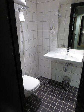 Toilet, sink, heated floor (nice