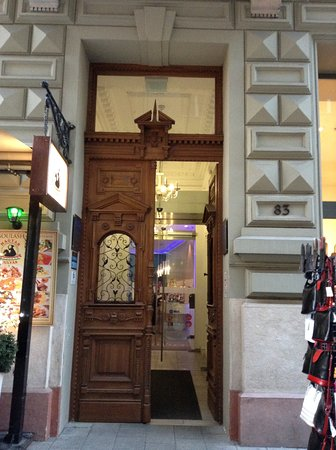 Estilo Fashion Hotel: Hotel's entrance.