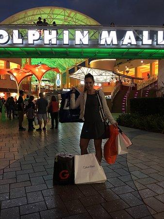 6d9d89fa4b5 Dolphin Mall  Great shopping. Dolphin Mall Photo. Calçados a preços muito  em conta ...