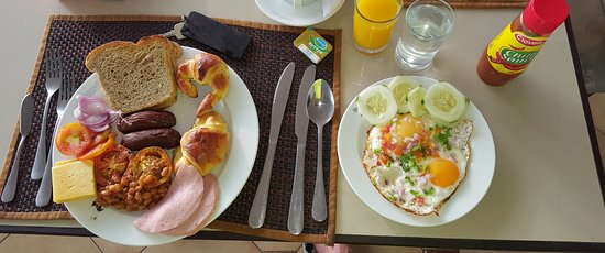 Kenya Bay Beach Hotel: Brunching