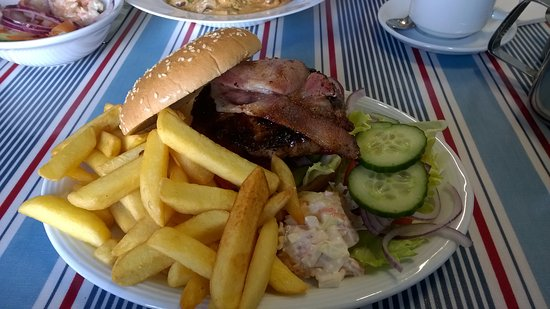 Overstrand, UK: 8oz Burger+ chips