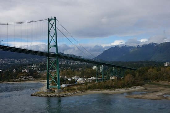 ‪Lions Gate Bridge‬