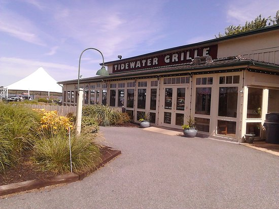 Havre de Grace, MD: Such a pretty entrance to Tidewater Grille!