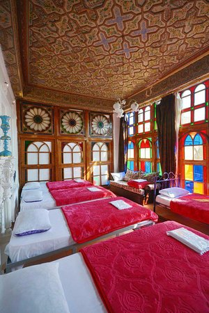 Taha Traditional Hostel: King room by traditional old door and painting on Roof and Plastering works by hand