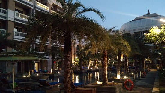 Evening At The Rooftop Pool Picture Of Itc Grand Chola Chennai A Luxury Collection Hotel