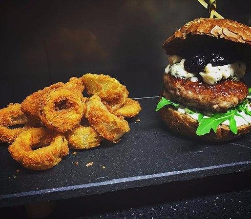 Jicín, Çek Cumhuriyeti: Burger s cibulovými kroužky