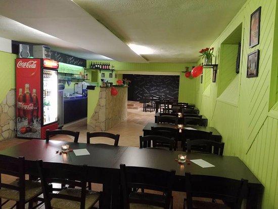 Bonyhad, Hungary: Az étterem vendégtere