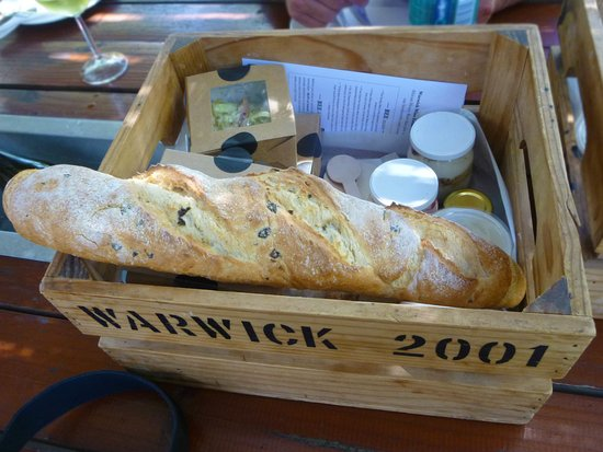 Warwick Wine Estate: Picknick Korb