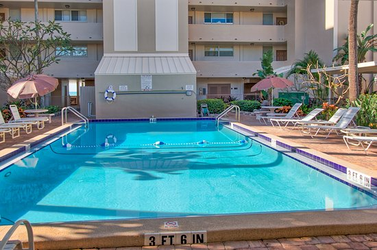 Madeira Vista Condominiums: Pool is heated when needed!