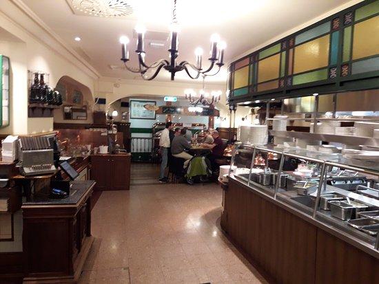 martins brau la cuisine au milieu de la brasserie