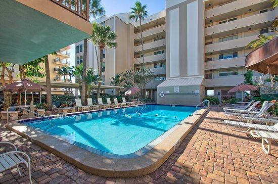 Pool - Picture of Madeira Vista Condominiums, Madeira Beach - Tripadvisor
