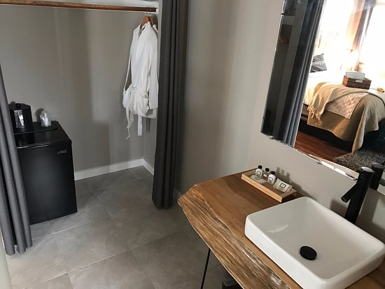 7 Seas Inn At Tahoe: Modern Bathrooms And Upscale Amenities For All Our  Rooms.