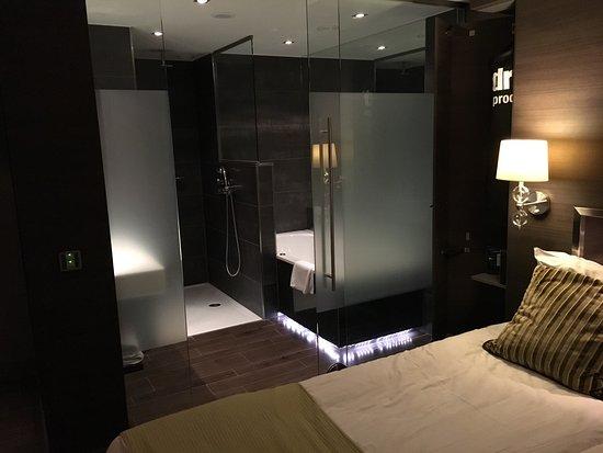 Gilze, Niederlande: Zimmer mit Whirlpool Badewanne