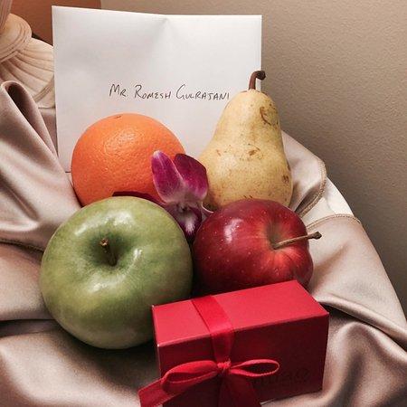Estancia La Jolla Hotel & Spa: Gift from Concierge in room