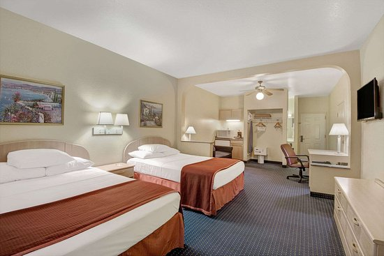 Howard Johnson Inn and Suites Central San Antonio: 2 Queen Suite