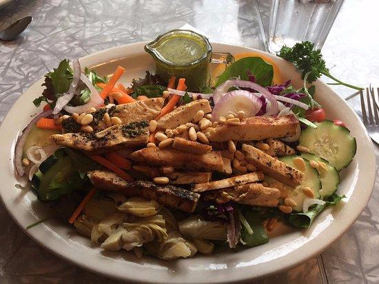 Nehalem, Oregón: Salad done right in my book!