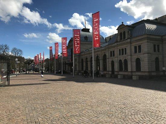 Festspielhaus Baden-Baden: Blick aus der Lange Strasse