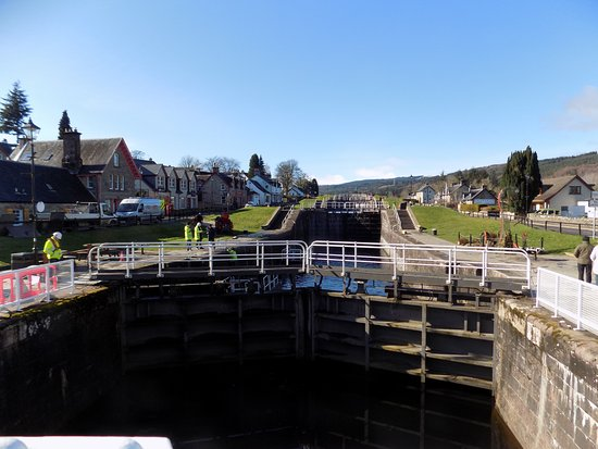 The Bothy Restaurant and Bar: Canal locks next to The Bothy