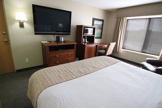 C'mon Inn - Fargo: King Bed Suite 2