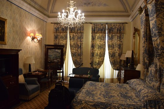 Grand Hotel Continental: The one-room suite