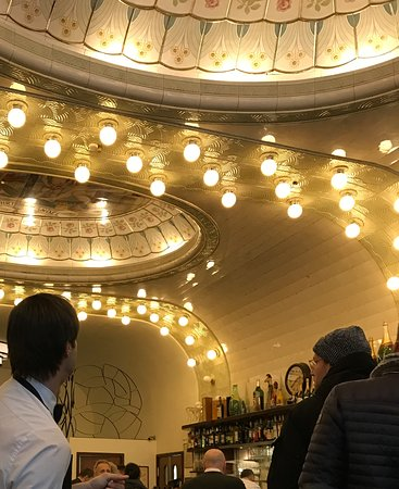 Popping the champagne cork - Picture of Cafe Paris, Hamburg