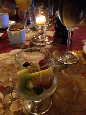 The Village Inn of Woodstock: Breakfast - fresh fruit salad