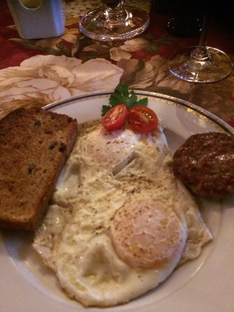 The Village Inn of Woodstock: Breakfast - Sausage & egg