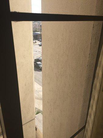 Residence Inn Beverly Hills: filthy windows