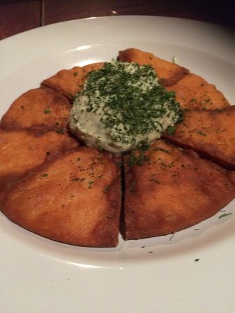 Pi Brick Oven Trattoria: Fried pitta with hummus
