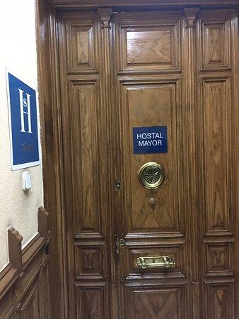 Hostal Mayor: portone ingresso terzo piano