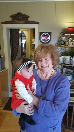 Gable Haus Country Inn & Linville Cottages: Baby Josephine and Norma