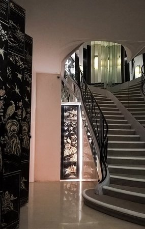 Chanel : The stairway to (fashion) heaven