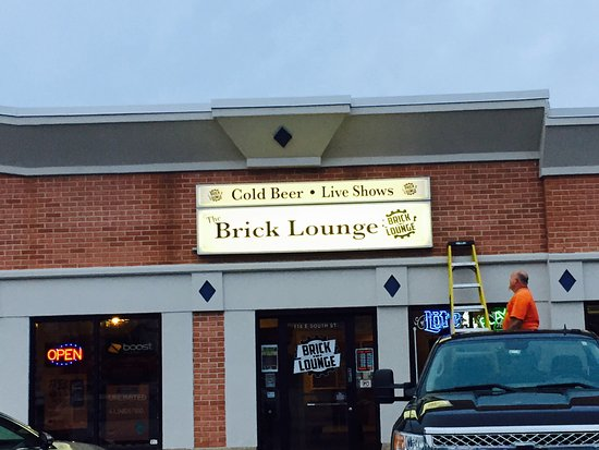 Plano, IL: The Brick Lounge