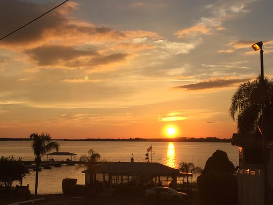 Lake Dora: Great Sunsets.....