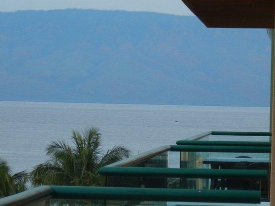 Honua Kai Resort & Spa: partial view of water from lanai