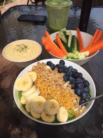 Palmer, Puerto Rico: Hummus + Acai bowl + Juice