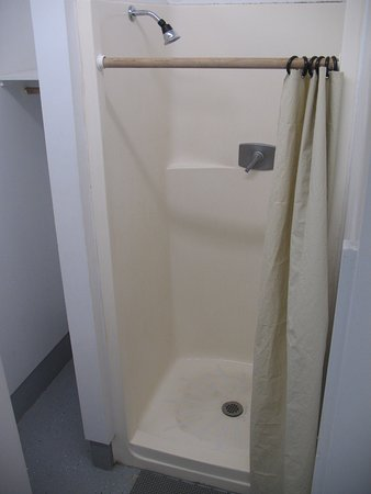 Twin Rivers Vacation Park: older fiberglass shower stalls