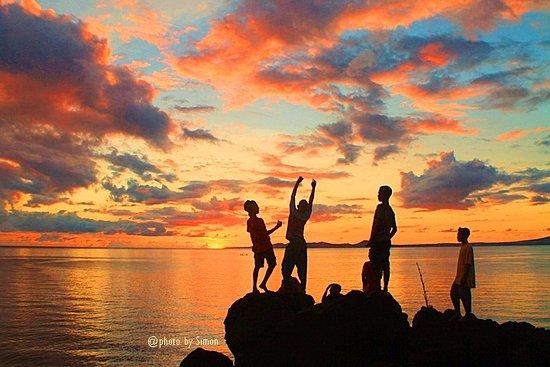 Senja di pantai Kawaliwu, Larantuka, Flores