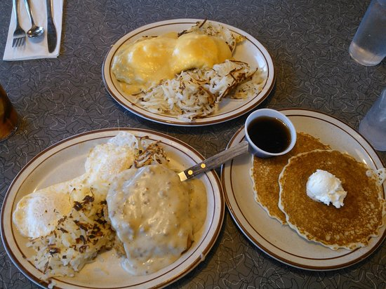 Aunt Alice's Kitchen : Eggs Bennidict and Chicken Fried Steak and Eggs with a side of Pancakes!