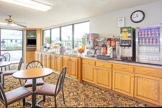 Days Inn Valdosta at Rainwater Conference Center: DayBreak Breakfast Area
