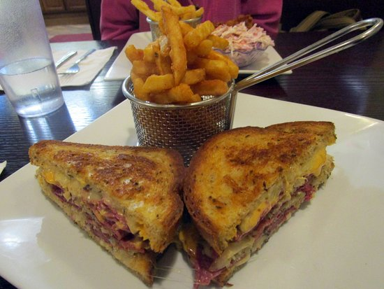 Bernardsville, NJ: The Grill - Hot Pastrami Reuben