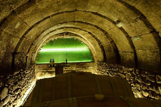 Cenicero, Spania: La bodega subterránea.