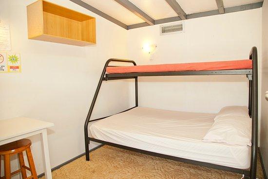 Himatangi Beach Holiday Park: Inside Bunk room- double bunk