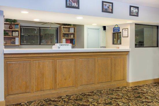 Days Inn Valdosta at Rainwater Conference Center: Lobby - Reception Area - Front Desk