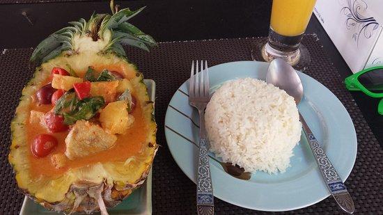 Shambala Restaurant: Duck curry and coconut rice