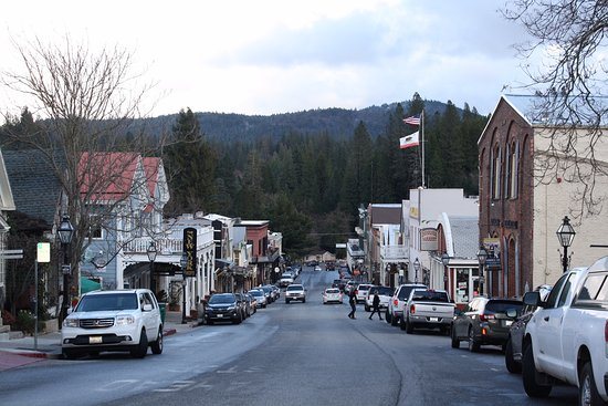 Outside Inn: Downtown Nevada City