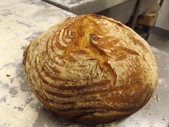 Orange Grove, Australia: 1kg Traditional 18hr Cob Loaf