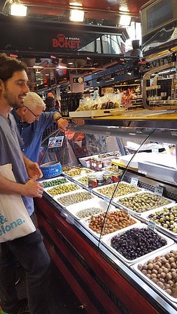 Cook and Taste Barcelona Cooking Classes: At the market with our chef/guide
