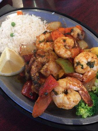 Indo Fusion: ポルトガル料理の影響を受けたインド料理というのが珍しい。 辛さは選べるが、ミディアムでも結構辛め。 魚料理も多く、バラエティがあっていい。 味は食べやすく美味しいです。量はやや控えめ。