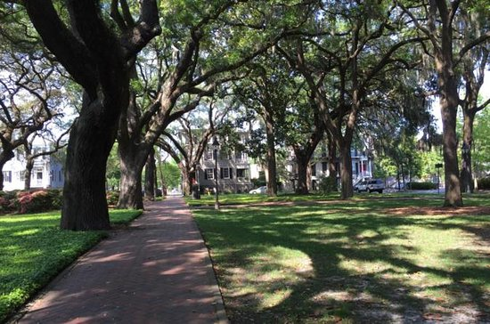 'Secrets of Savannah' History Walking Tour with Landmarks